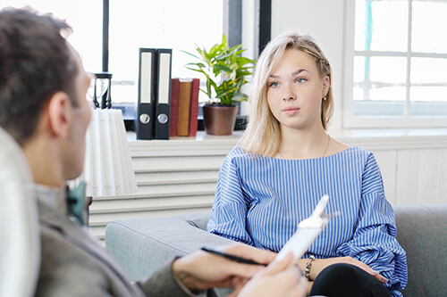 woman talks to psychologist about residential treatment