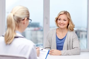 woman talks to therapist about dialectical behavior therapy