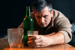 man showing symptoms of alcohol use disorder